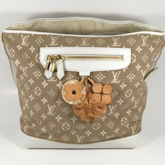 5b8d5975fcc8 Louis Vuitton Handbags - LOUIS VUITTON Monogram Sabbia Besace White